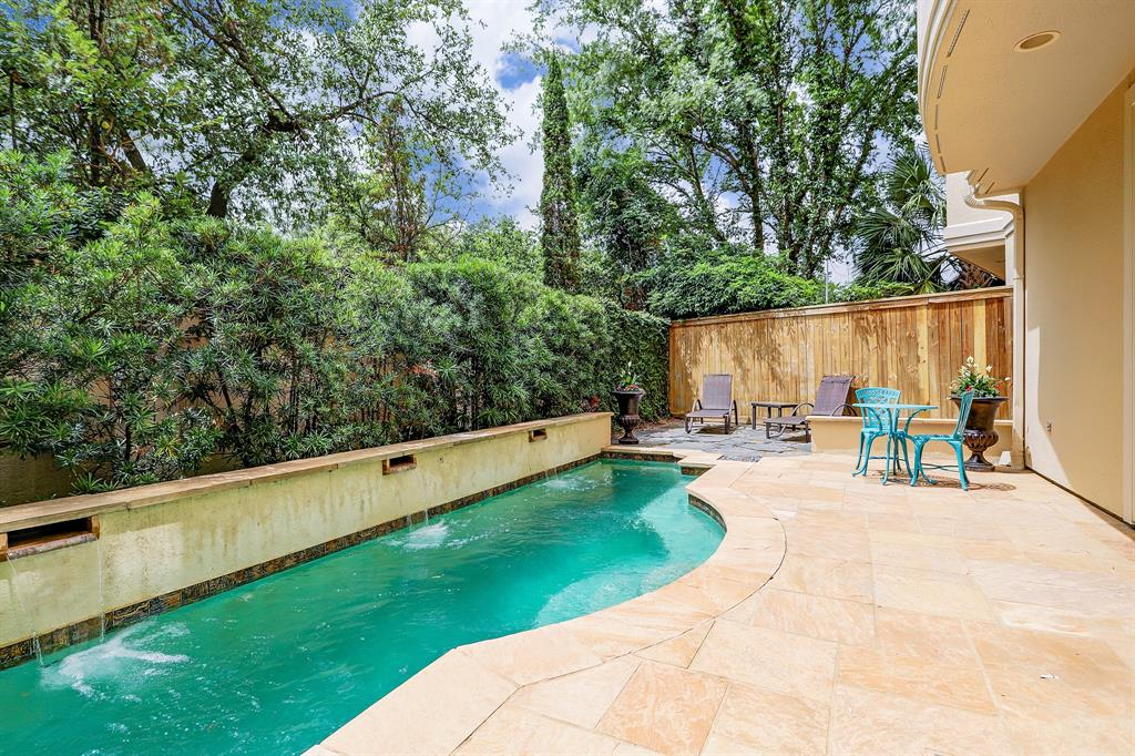 2086 Brentwood Drive Houston, TX 77019