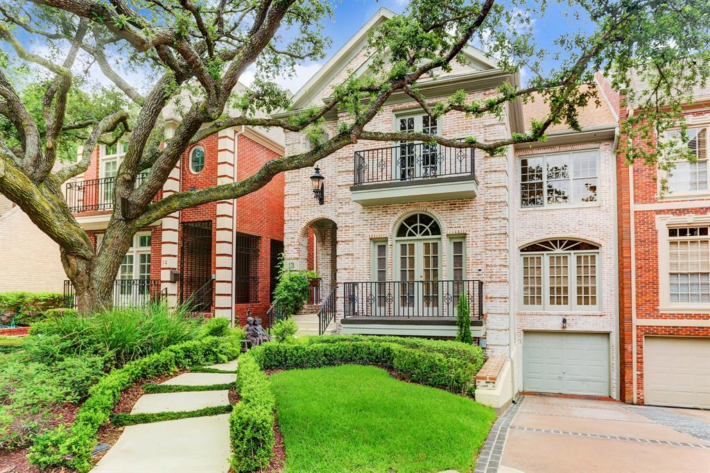 13 Pine Briar Circle Houston, TX 77056