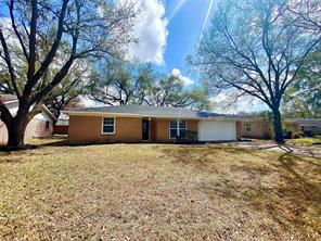 Property for sale at 914 Beechgrove Drive, Webster,  Texas 77058