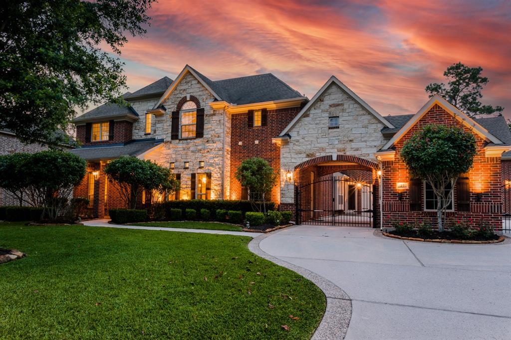 27 N Fair Manor Circle The Woodlands TX  77382 - Hunter Real Estate Group