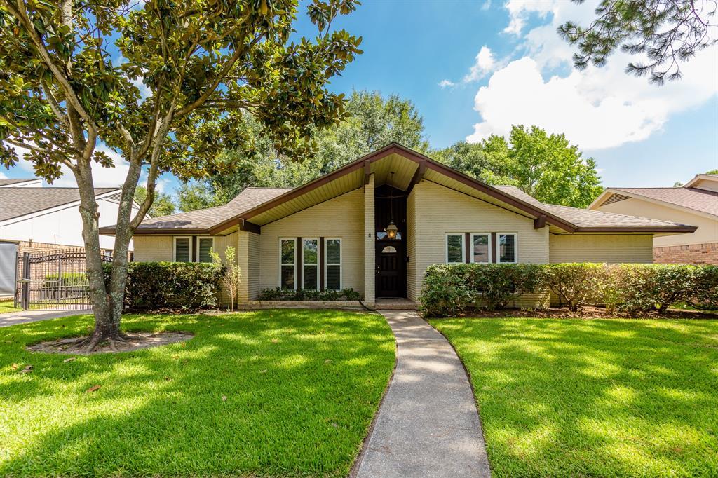 6106 Paisley Street Houston TX  77096 - Hunter Real Estate Group