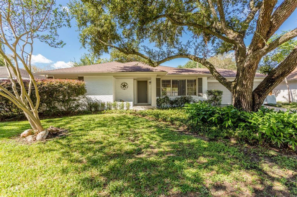 2806 Linkwood Drive Houston TX  77025 - Hunter Real Estate Group